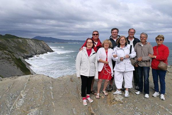EXCURSION ENTRE AMIS,Euskal Herria, Basque country, Pays basque, corniche sauvage, ocean atlantique, cliff road, flysh