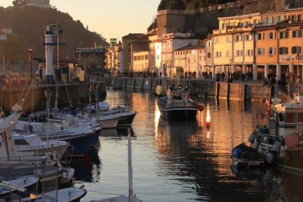 Donostiako arrantza-portua, port de pêche de Saint-Sébastien, puerto pesquero de San Sebastián, fishing port of San Sebastián