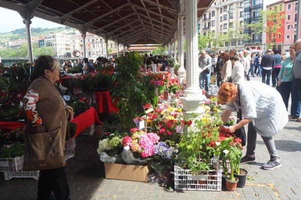 MARCHÉ AUX FLEURS, FLOWER MARKET, ambiance de Bilbao, atmosphere of Bilbao