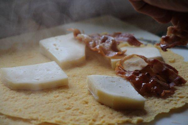 excursion pour le plaisir des sens, la galette de maïs traditionnelle du Pays basque-talo-jambon-fromage-gasna eta xingar-cuisine traditionnelle basque-basque food