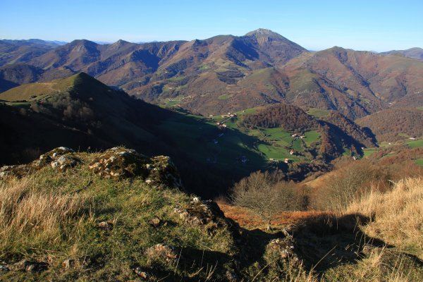 circuits toursitiques Vallée des Aldudes, pays basque, pays de quint, kintoa, Aldudes valley-excursion minibus 8 places- visites guidées--safari-sauvage-nature-montagne-mendiak-mountains-