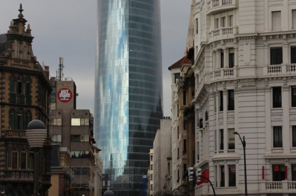 excursion Bilbao, visite guidée bilbao,musée à ciel ouvert, tour Iberdrola, Bilbao, chosen as the 2018 Best European City by The Academy of Urbanism,la meilleur ville européenne en 2018 pour son urabanisme, open-air museum