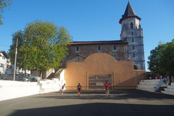 Fronton Aïnhoa, église, village basque, bastide, classé par les plus beaux villages de France, basque village, pelota basca