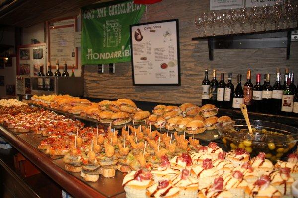 gastronomie Basque,pintxos, tapas, hondarribia, fontarrabie, gipuskoa, pais vasco, basque food, eating Pintxos in San Sebastián,